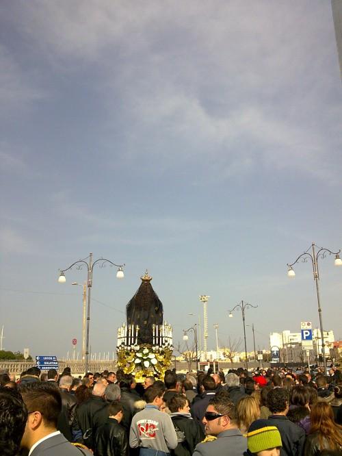 Gallipoli Processione dell'Addolorata sul ponte seicentesco - Foto di Gabriele Zompì